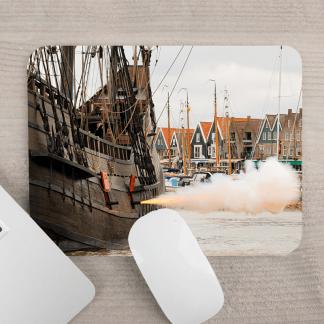 Muismat met kanonschot Volendam